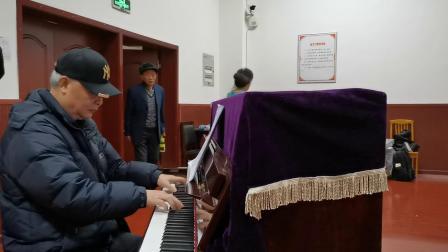 西南大学:老年大学声乐A班谢师会:女生二重唱《雁南飞》
