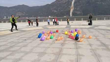 盘鹰打击气球比赛