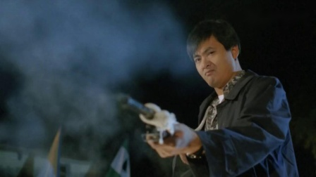 老虎出更:发哥用衣服绑住霰弹枪,一枪一个人,这枪甩的有技术