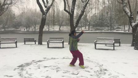 好大的雪呀!好美呀!雪中练!