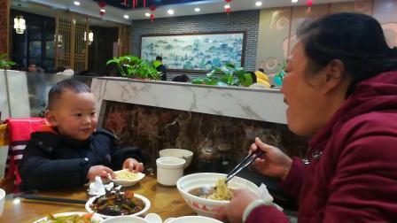 在锦春吃晚饭