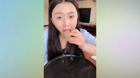 吃播小姐姐:吃百香果雪糕,巧克力百香果团子,芝麻冰块杨桃
