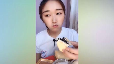 吃播小姐姐:吃雪媚娘,班戟,抹茶面包棒