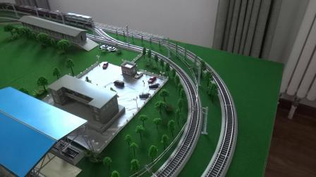 东方红3内燃机车牵引11节C64敞车在环形铁路运行