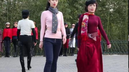 紫竹院广场舞《走秀-轻快舞曲》鲁吉义摄 2019.12.22