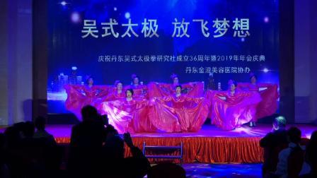 1.歌舞《我和我的祖国》表演:家世界站全体