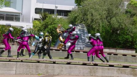 超能战士野兽变身第十集片段 Power Rangers vs Roxy