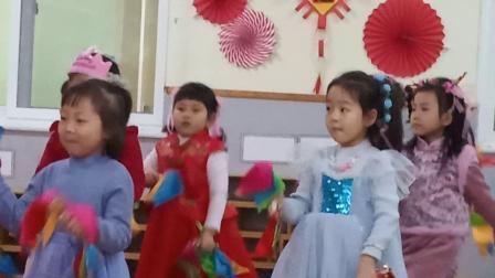 裕龙幼儿园中1班元旦 女生表演 中国范