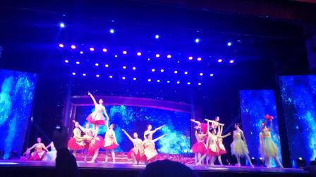 漯河宣传部和文化旅游局共同组织的,2020年元旦晚会,漯河市职业技术学院风学生舞蹈队和漯河市笑笑舞蹈队,共同表演的舞蹈