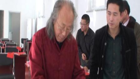书画艺术家周明智先生文化下乡在塔洼村作画