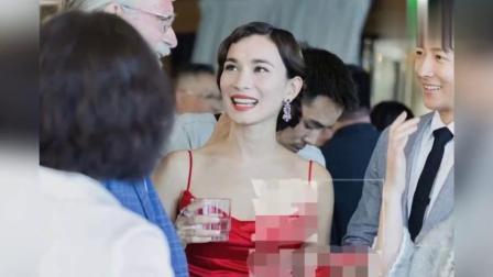 韩庚卢靖姗合体亮相婚礼欢迎晚宴 新娘身穿吊带红裙美艳