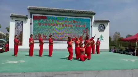 安徽省繁昌县峨山镇柏树村广场舞《康巴情》。编舞及指导:钱老师。撮像:风继续吹!✍🏼