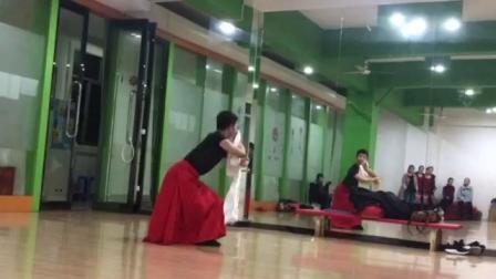 胡老师藏族舞三朵花