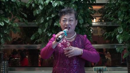 玉海摄:女声独唱《七月的草原》演唱:韩其荣.山东金百合合唱团迎春联欢会