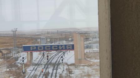 中国和俄罗斯之间边界线上。
