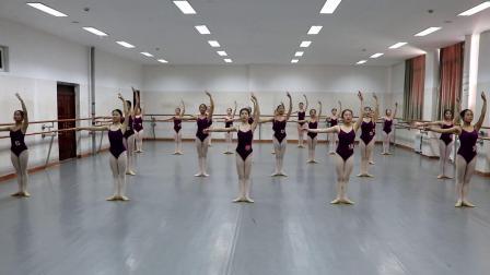 内蒙古民族幼儿师范高等专科学校2018级女舞蹈19年期末考试