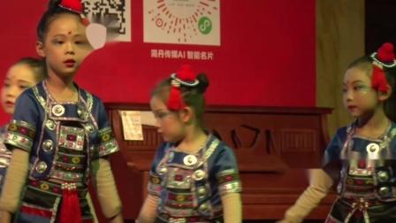 14舞蹈《童年叮叮当》指导老师:杨老师-表演者:三级1班和三级2班-2019年舞音琴行艺术教育第八届春晚汇报演出