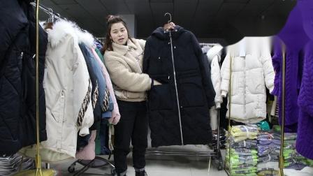 2019年最新精品女装批发服装批发女装货源时尚新款女士长款棉衣15件起批可挑款