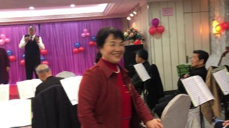 永泰名企业家、西湖闽剧社热心人士王森松在闽剧票友娱乐活动中发言。
