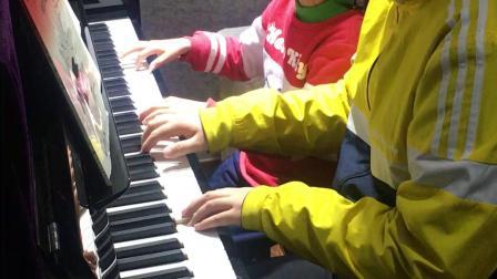 20200111钢琴课跟老师四手联弹简单练习