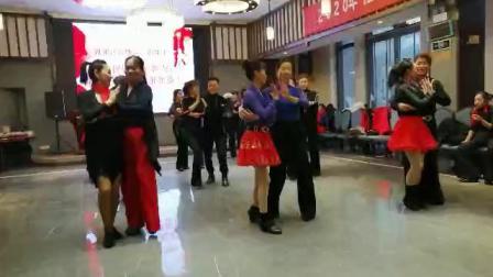 社交伦巴(两江情),表演者:CC、欣雅等等