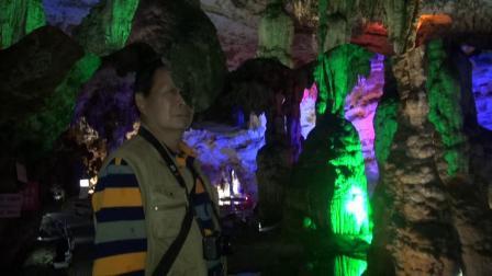 """《""""喀斯特天然洞穴博物馆"""":双河溶洞》韩小梅、文平摄制"""