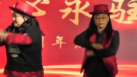 蒲公英公益平台8周年年会開場舞《街舞》表演:市老年大學和蒲公英家人們聯合獻藝