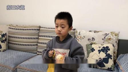 媳妇给孩子包猪肉饺子,挑食老公不吃想挨饿?自己开小灶吃撑了