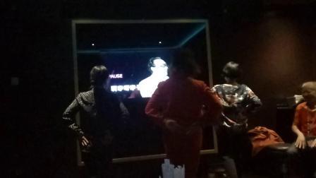 安化县农科所农场知青在星梦游轮南沙海上聚会中翩翩起舞《我和我的祖国》