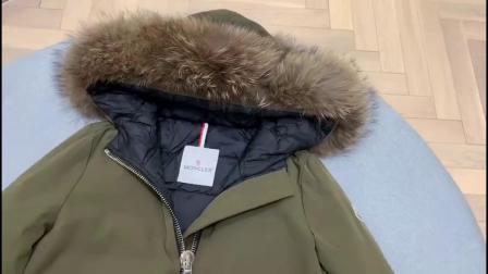 极简风的设计,男女情侣同款的Moncler蒙口经典派克大衣