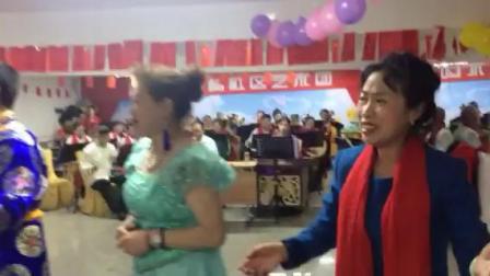 男女生小合唱(社区和百姓是一家)演唱:白茶花等