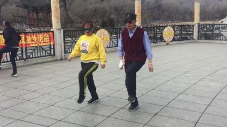 广场舞鬼步舞教学《在我心中你最美》中老年简单入门曳步舞健身操