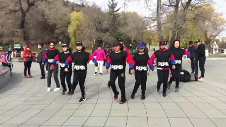 合大众学跳的扇子舞广场舞鬼步舞教学《正月里来是新春》
