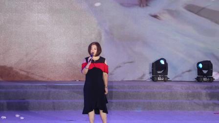 桐城市春节联欢晚会,陈瑞演唱《白狐、藕断丝连、老地方的雨》歌曲!