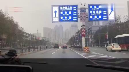 关闭离汉通道第一天:小伙送家人上班,车辆锐减,小伙:武汉加油
