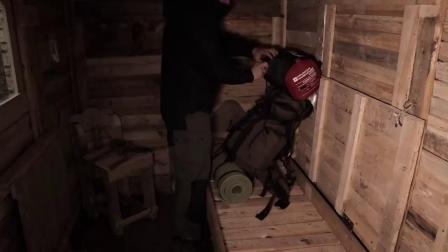 便宜的离网小木屋-独自与我的狗在托盘木木屋中