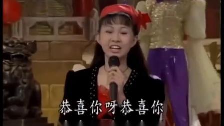 卓依婷演唱《向大家拜年》,新年祝福歌