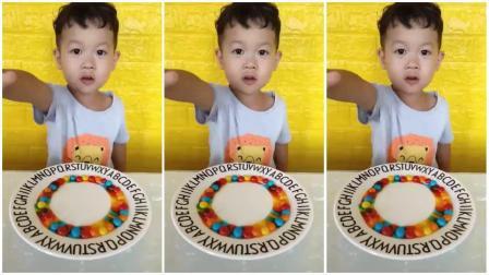 妈妈发零食:吃蛋糕、彩虹糖、QQ糖、棒棒糖、棉花糖、果冻,好香
