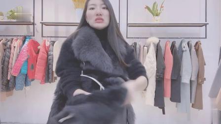 50岁气质好的女人,都喜欢这套水貂绒外套,显瘦显白,大气还减龄