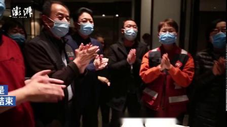 【战疫者 | 上海援鄂护士的生日:剪发许愿[加油]】2月1日,湖北武汉。上海援鄂医疗队护士蒋惠佳在驻点度过32岁生日。她称这是最有意义的一次...
