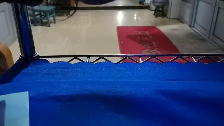 用普通折纸做圆筒纸飞机。飞得很平稳,适合研究飞行器的初学者。