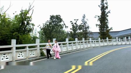 拉着妈妈的手---襄州区夕阳红艺术团