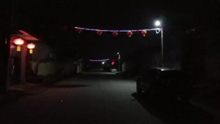 河南封村第10天,白天不让进出车辆不让出门,看看晚上村里啥样