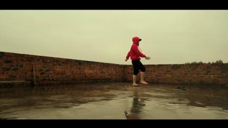 雨中老年人曳步舞