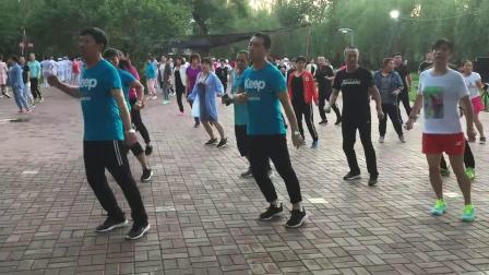鬼步舞基础教学《秋千步》教程:最清晰易懂的鬼步舞讲解 适合63岁大爷鬼步舞教学