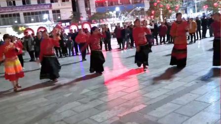 永善工农广场民族达体舞《跳月》