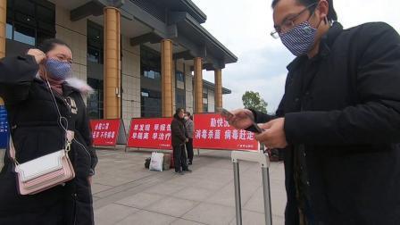 班车停运下的广安南站,广场没人,进站手续从简,站内却人流如涌