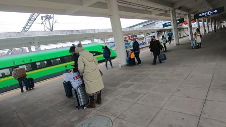 四线小城火车站,广安南到重庆北,人人都戴上口罩,淡定自如.mp4
