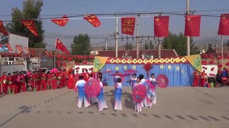 小城故事广场舞伞舞