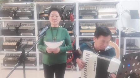 陈德凱夫妻宅在家中自练唱我们在一起